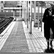 donna-alla-stazione